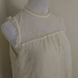 NWT Beautiful Lace Top Size Large
